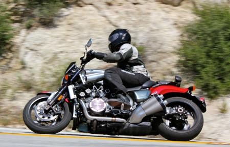 Triumph Rocket III Roadster vs Star VMax IMG_0641