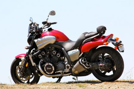 Triumph Rocket III Roadster vs Star VMax IMG_0659