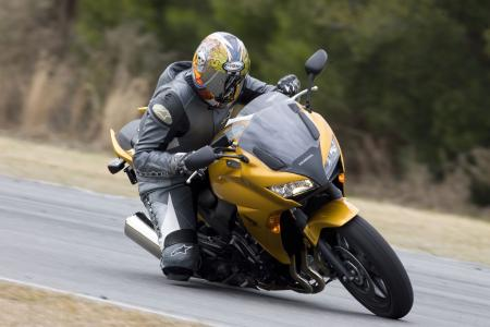 A firm suspension makes the CBF1000 turn like it was on rails, but relaxed steering geometry slows quick-turning transitions. It makes a better street bike than a track bike.