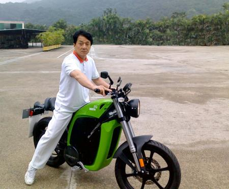 When he�s not baffling his foes with his martial arts antics, Jackie Chan is one of Brammo�s latest big name fans. (Photo courtesy of Brammo)