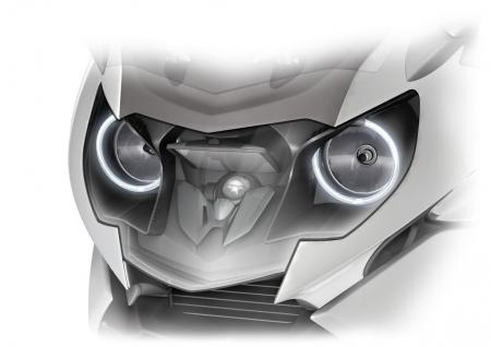 The shape of the K1600's headlights looks almost owl-like, especially with the light rings inherited from BMW's automobile division.