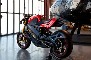 Sophisticated and trademarked batteries and battery management system send power to a sizable sprocket on this mono-geared bike.