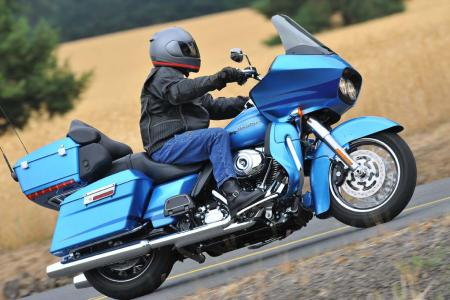 Harley-Davidson Road Glide Ultra action.blue.1
