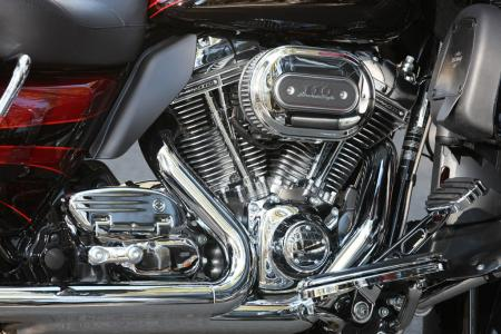 Chrome, glorious chrome! The Road Glide Ultra is slathered in it, looking especially tasty in the Screamin' Eagle TC110 engine compartment. Note the heat deflector behind the rear cylinder to deflect hot air away from a rider's leg.