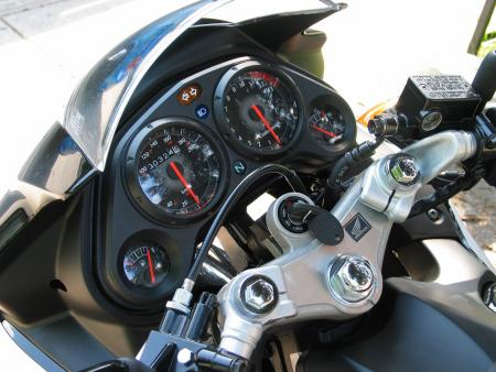 2010 Honda CBR125R gauges