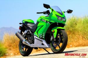 It�s a full-size sportbike with a quarter-liter engine. Its looks leave little doubt about its family line.