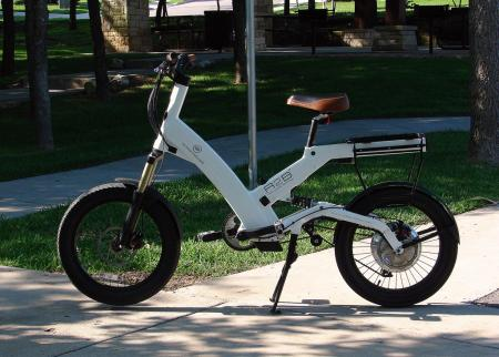 It�s certainly not a motorcycle, but the A2B Metro can get you around sticky downtown traffic as well as anything on two wheels. The lithium-ion battery is housed internally in the frame, but can easily be removed.