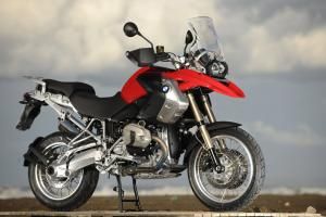 Now using a DOHC and radial valve arrangement, the R1200GS sees significant gains in mid-range power for the 2010 model year.