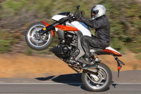 The Z1000 is adept at stunts like this. However, after much experience blasting around town, and up and down the state of California, we found the Z makes an excellent all-�round motorcycle. Rebirth of the UJM, perhaps?