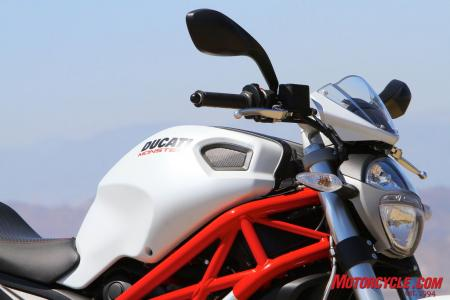 Ducati Monster 796 vs Triumph Street Triple R IMG_6582