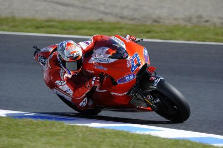 With another late-season surge, Casey Stoner won his second race in a row, beating Andrea Dovizioso to the finish.