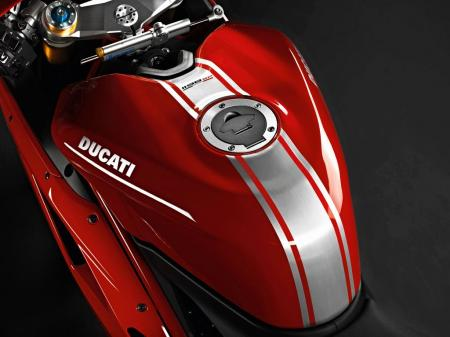 The 1198SP's new aluminum fuel tank is lighter and holds more fuel than the tank on the 1198.