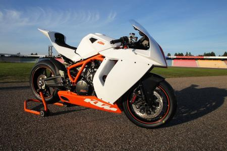 The RC8R Track is, as KTM likes to say, Ready to Race.