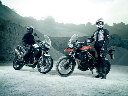 The Triumph Tiger 800 (left) and the Tiger 800XC (right) will finally be presented at EICMA after a lengthy teaser campaign.