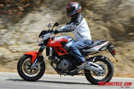 The Shiver received updates to its ergonomic layout that Aprilia says gives the rider a sportier seating position. Although the ergos are slightly more aggressive, it's still a bit more upright compared to the Monster – and that's just fine by us.