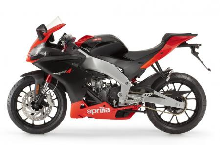 The Aprilia RS4 125 inherits many design elements from the World Superbike Championship winning RSV4.