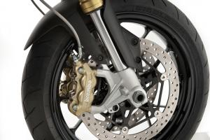 Radial Brembo brakes bite down on twin 320mm discs up front to provide ample stopping power.