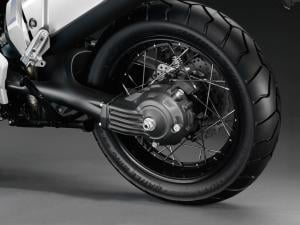 A nicely shaped cast-aluminum swingarm houses the Ténéré's shaft final drive.