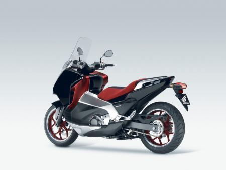 The Honda New Mid Concept is equipped with dual clutch transmission instead of the usual CVT fare found on most scooters.