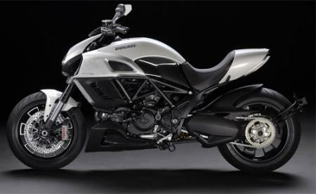 Hot Bikes Ducati Diavel 01