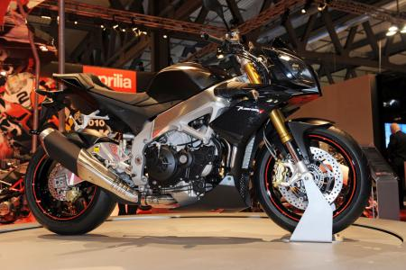 http://www.motorcycle.com/gallery/gallery.php/d/271120-2/Hot-Bikes-Aprilia-Tuono-V4R-01.jpg?g2_GALLERYSID=TMP_SESSION_ID_DI_NOISSES_PMT