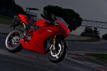 http://www.motorcycle.com/gallery/gallery.php/d/272882-2/2011-Ducati-1198-SP_M3S7829.jpg?g2_GALLERYSID=TMP_SESSION_ID_DI_NOISSES_PMT