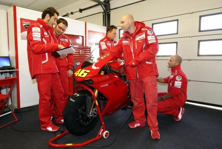 0126-rossi-ducati-1198s-private-test-01.jpg