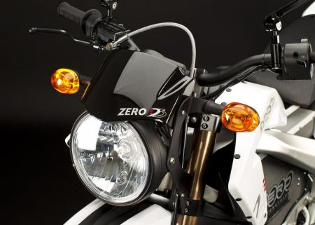 2011_zero-ds_detail_headlight_1680x1200_press.jpg