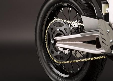 2011_zero-xu_detail_swingarm_1680x1200_press.jpg