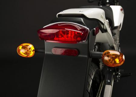 2011_zero-xu_detail_tail-lights_1680x1200_press.jpg
