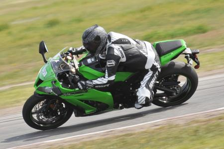 2011 Kawasaki ZX-10R vs. 2011 BMW S1000RR Shootout