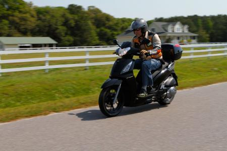 2012 Kymco People GTi Action01