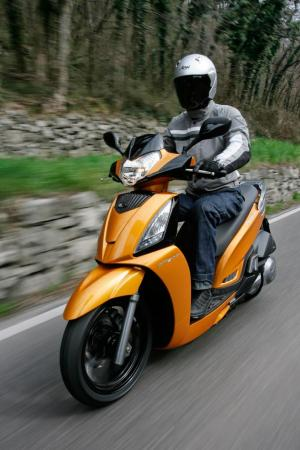 2012 Kymco People GTi Action06