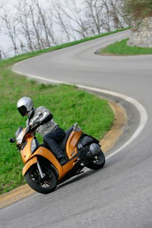 2012 Kymco People GTi Action08