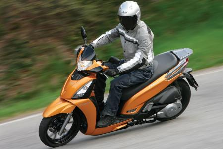 2012 Kymco People GTi Action09