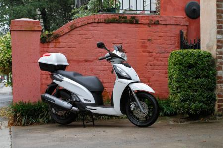 2012 Kymco People GTi Detail-08