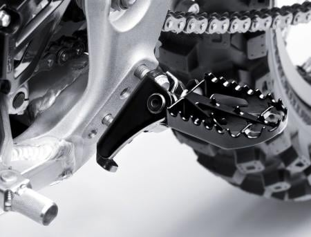 051711-2012-kawasaki-KX450FCF_40018_D2_ADJUSTABLE-FOOTPEG-MOUNTS_RGB.jpg