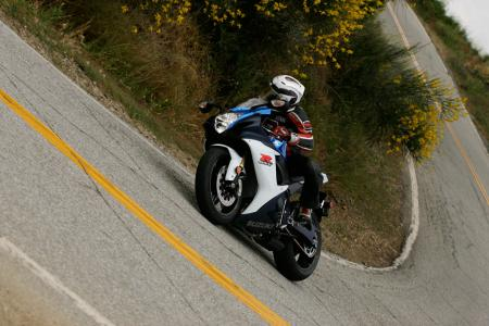 2011 Middleweight Sportbike Shootout - Street 010
