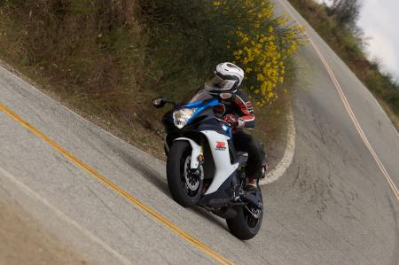 2011 Middleweight Sportbike Shootout - Street 014