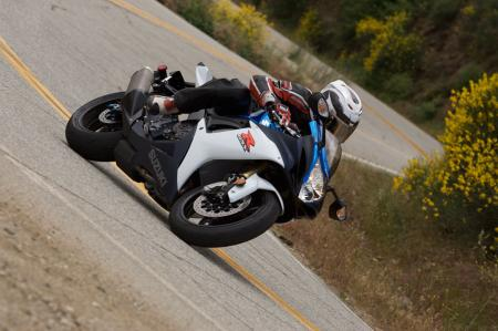 2011 Middleweight Sportbike Shootout - Street 016