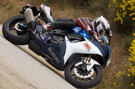 2011 Middleweight Sportbike Shootout - Street 017