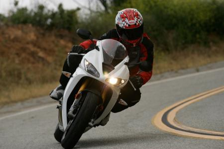 2011 Middleweight Sportbike Shootout - Street 040