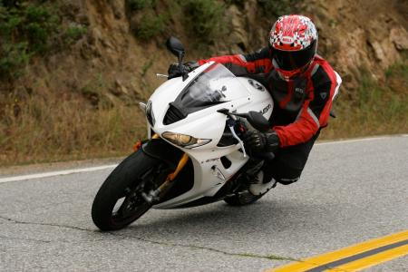 2011 Middleweight Sportbike Shootout - Street 041