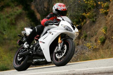 2011 Middleweight Sportbike Shootout - Street 042