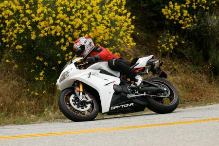 2011 Middleweight Sportbike Shootout - Street 043