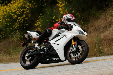 2011 Middleweight Sportbike Shootout - Street 046