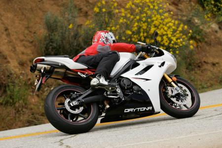 2011 Middleweight Sportbike Shootout - Street 047