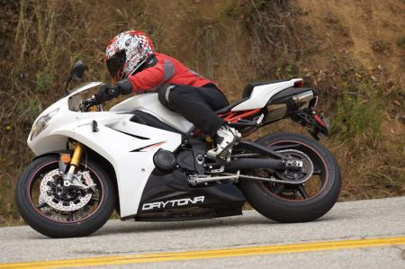 2011 Middleweight Sportbike Shootout - Street 050