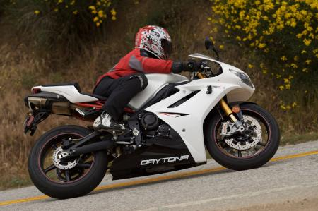 2011 Middleweight Sportbike Shootout - Street 053