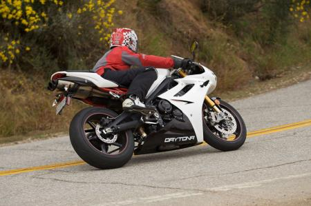 2011 Middleweight Sportbike Shootout - Street 057